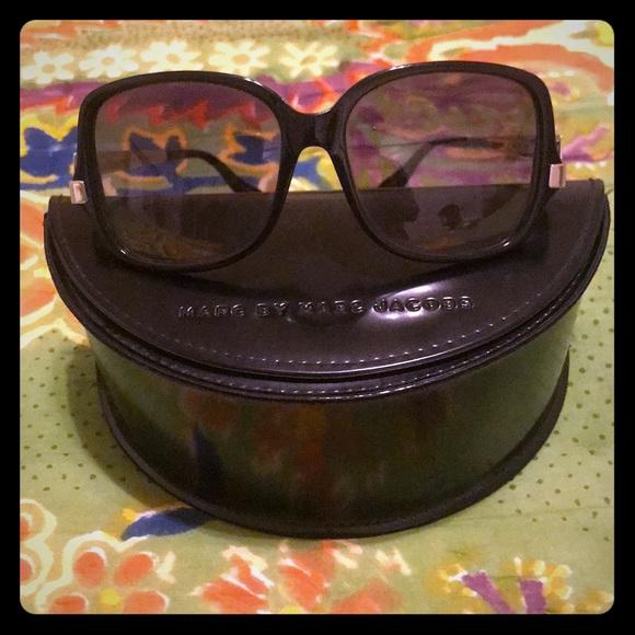 018ac3dea4 Marc by Marc Jacobs Oversized Black Sunglasses. M 5aa74fab36b9defa1eac98c5